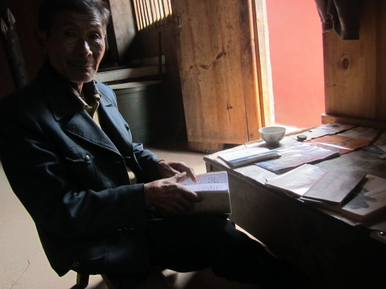 Chatting with an old Nuodeng resident